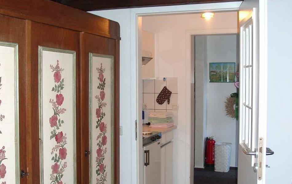 Lerchenhöhe-Durchgang-mit-Küche